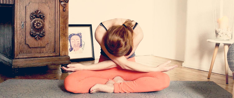 Online Yoga Uebung Vorbeuge mit BEE.YOGA