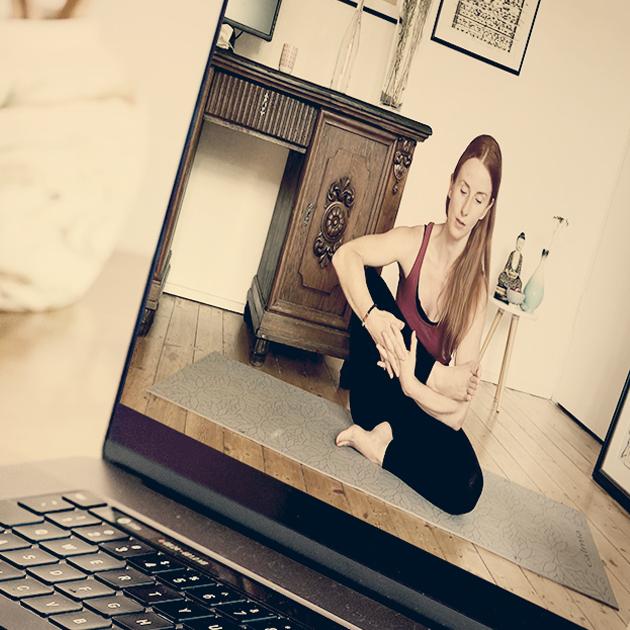 business yoga uebung mit BEE.YOGA